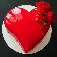 Каким может быть торт на годовщину свадьбы?! Конечно же Алое сердце - самый выигрышный вариант!!! ❤️❤️❤️ Красный - цвет любви и страсти, поэтому всегда хочется пожелать, чтобы с годами эти чувства не гасли, а только росли!!! Торт для моих любимых и постоянных клиентов!!! Спасибо что полностью доверяете мне оформление, это очень ценно!!!☺️❤️