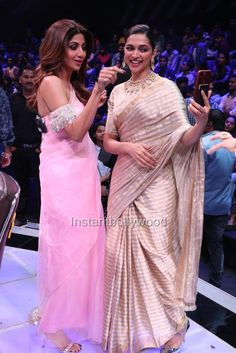 Two beautiful bollywood actressess -Shilpa sheety and Deepika padukone together Deepika Padukone Saree, Shilpa Shetty, Ethnic Outfits, Indian Outfits, Floral Print Sarees, Bridal Sari, Saree Gown, Modern Saree, Saree Blouse Neck Designs