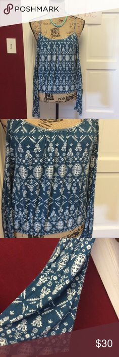 Pretty cold shoulder blouse New with tags pretty top LDLA Tops Blouses