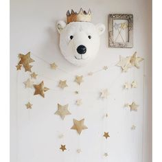 N74 Gold falling star garland and Glitter Crown