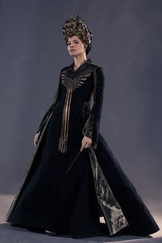 These were the dress robes worn by Seraphina Picquery during the International Confederation of Wizards meeting in Horned Serpent Ilvermorny, Seraphina Picquery, Gellert Grindelwald, Fantastic Beasts And Where, Dress Robes, New Chic, Amai, Halloween Disfraces, Harry Potter World