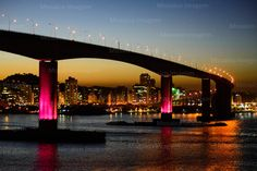 Brasil - Espirito Santo - Vitoria - Anoitecer em Vitoria visto de Vila Velha com a Terceira Ponte e a Baia de Vitoria - Foto: Gabriel Lordello/ Mosaico Imagem