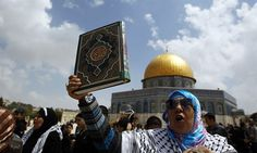 """Islamist """"screamers"""" harass visitors and offisials on Temple Mount 01Oct15"""
