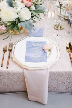Love this wedding table setting using the 2016 pantone colors and gold copper cutlery Blue And Blush Wedding, Blush Wedding Colors, Blush Pink, Rose Quartz Serenity, Quartz Rose, Pantone 2016, Wedding Table Linens, Wedding Table Settings, Place Settings