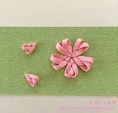 クラフトバンドで桜のモチーフを作ってます。