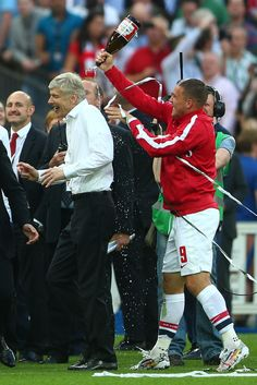 Lukas Podolski soaking the boss with champagne. As expected, Hull City Arsenal. FA Cup Final 2014 May Arsenal Fc, Arsenal Football, Football Awards, Fifa Football, Arsenal Pictures, Arsenal Wallpapers, Lukas Podolski, Arsene Wenger, Hull City