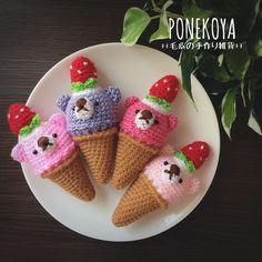 どうぶつおままごとシリーズ第13弾。今回は毛糸でくまさんのお顔のついたアイスクリームのあみぐるみを製作しました。いちごとクリームの帽子でおめかししてご機嫌のくまさんアイス。溶けてしまう前に美味しく召し上がってくださいね。※単独で自立は出来ません。オーダー... Crochet Cake, Crochet Fruit, Diy Crochet, Crochet Dolls, Crochet Animal Patterns, Stuffed Animal Patterns, Crochet Animals, Kawaii Crochet, Amigurumi Tutorial