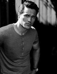 Man of the week is Brett Dalton. Your beautiful face and chiseled jaw are the reason I tune in to Agents of Shield. Marvel, you really do know how to pick 'em. Pretty Men, Beautiful Men, Gods Of The Arena, Grant Ward, Tony Goldwyn, Marvels Agents Of Shield, Hot Actors, Celebrity Look, Actor