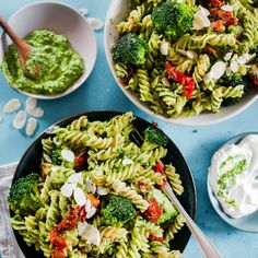 Quick and Easy Spicy Creamy Pesto Pasta Recipe Vegetarian Pesto Pasta, Pesto Sauce For Pasta, Basil Pesto Pasta, Creamy Pesto Pasta, Healthy Pesto, Pesto Pasta Recipes, Pesto Pasta Salad, Veggie Pasta, Pesto Recipe