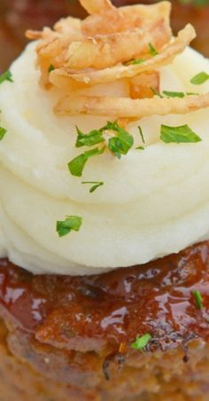 Using a simple meatloaf recipe, homemade meatloaf is turned into a mini version that is a fun comfort food meal for the whole family with these Mini Meatloaf Cupcakes. Best Beef Recipes, Best Dessert Recipes, Meat Recipes, Easy Dinner Recipes, Easy Meals, Amazing Recipes, Delicious Recipes, Mini Meatloaf Recipes, Homemade Meatloaf