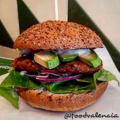 Vegan burger Krønen Eco Burger – Food Valencia Burger Food, Burger Recipes, Salmon Burgers, Valencia, Vegan, Chicken, Ethnic Recipes, Salmon Patties