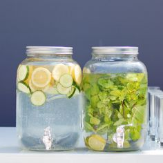 Wow your guests with this Mason jar drink dispenser! Make infused water with lime and mint or lemon and cucumber. You can also fill it with your signature cocktail! Picture: Love & Tenderness Photography