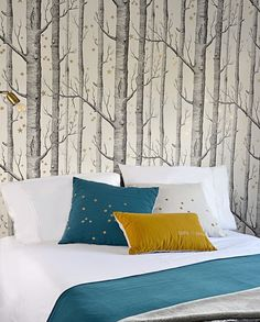 The Cole & Son Woods Wallpaper continues to be a bestseller thanks to its timeless design, versatility and appeal to a wide variety of tastes. Star Wallpaper, Wood Wallpaper, Forest Wallpaper, Computer Wallpaper, Star Bedroom, Wood Bedroom, Cole And Son Wallpaper, Bedroom Styles, Bedroom Ideas