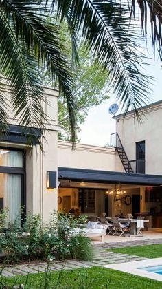 Facade and Gallery of a beautiful Classic-style House - 320 classic style house in Highland Park, Pilar, Buenos Aires from Edgardo Pastor studio by arch -