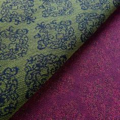 Didymos Fiorentino these are two patterns woven on one warp. They are bound by dots.