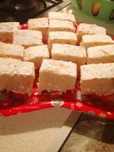 Rahátos kavart túrós, nagyon finom és hamar elkészíthető! - Egyszerű Gyors Receptek Krispie Treats, Rice Krispies, Feta, Cheese, Homemade, Desserts, Christmas, Tailgate Desserts, Xmas