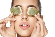 Did you know that you can use tea bags to help relieve any eye puffiness or bags? Many people have puffy eyes or dark circles under their eyes due to Dark Circle Remedies, Dark Eye Circles, Green Tea Bags, Eye Infections, Tired Eyes, Les Rides, Perfectly Posh, Puffy Eyes, Cool Eyes