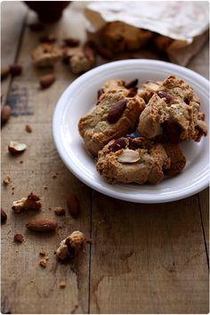 On pourrait comparer les canistrelli corses au biscotti italiens. A base d'amande et cuits en 2 temps, l'un comme l'autre, je les adore. En Corse, on trouv