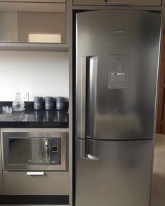 Saiba quais os modelos e cores da geladeira inverse. Clique na imagem. Este modelo é da Brastemp. #geladeirabrastemp #brastempinverse