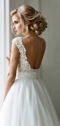 Wedding dress and hairstyle idea; Featured Elstile