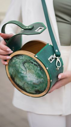 Leather Purses, Leather Handbags, Leather Wallet, Unique Handbags, Purses And Handbags, Leather Bags Handmade, Handmade Bags, Crea Cuir, Sacs Design
