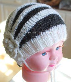 Gratis strikkemønster på strikket barnelue Knitting Projects, Ravelry, Knitted Hats, Baby, Knits, Hand Crafts, Knit Caps, Newborns, Infant
