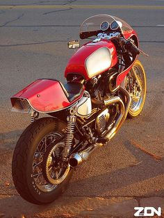 Harley-Davidson Cafe Racer http://goodhal.blogspot.com/2013/01/moto-photo-031.html