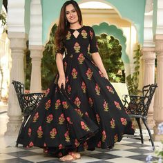 Wear this printed kurti -totally DM for more information How about looking pretty every time ? Wear this printed kurti -totally perfect for you. Head to the link in bio Stylish Dress Designs, Stylish Dresses For Girls, Frocks For Girls, Long Gown Dress, Full Gown, Long Frock, Long Gowns, Frock Models, Simple Gowns