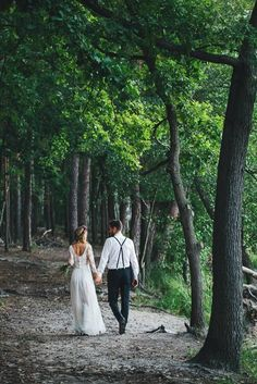 Tips For Planning The Perfect Wedding Day. Few brides and grooms found their wedding planning process to be stress-free. Many decisions must be made, and there are going to be many opinions offered, Wedding Poses, Wedding Shoot, Wedding Couples, Wedding Dresses, Wedding Photoshoot, Wedding Bouquets, Perfect Wedding, Dream Wedding, Wedding Day