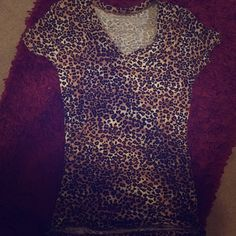 Wet Seal V-Neck Cheetah Shirt large. Short sleeve super cute cheetah v neck from wet seal. Size Large. Wet Seal Tops Tees - Short Sleeve