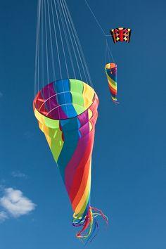 Giant rainbow kites Kite Surf, Go Fly A Kite, Origami, Kites Craft, Le Vent Se Leve, The Kite Runner, Kite Making, Wind Sculptures, Shadow Art