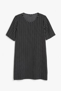 Monki Image 2 of Textured t-shirt dress in Black