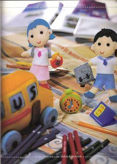 The cutiest of felt - Junya Punjun - Álbuns da web do Picasa com molde Felt Pillow, Diy Toys, Snoopy, Kids Rugs, Album, Dolls, Pillows, Christmas Ornaments, Holiday Decor