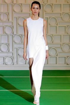 See the complete Lisa Perry Spring 2014 Ready-to-Wear collection.