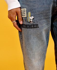 #snoopy Snoopy, Style Inspiration, Photo And Video, Jeans, Inspired Outfits, Gin, Denim Pants, Jeans Pants