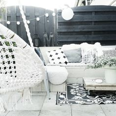 fencing panels turned in opposite directions black white and wood Outdoor Rooms, Outdoor Living, Outdoor Decor, Small Gardens, Outdoor Gardens, Outside Living, Garden Styles, Garden Inspiration, Beautiful Gardens