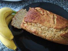É um pão ou é um bolo?? É um pão porque não é adicionado nenhum açúcar. É um bolo porque complementa um pequeno almoço, um lanche, um snack e é saboroso. É versátil e, parece que engorda... mas a verdade é que não!!! Os ingredientes que o compõem são ...