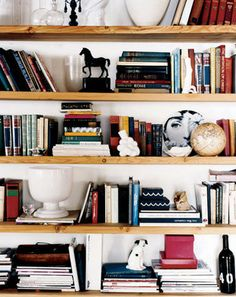 Incorporate bookshelves decor into your space is a great way to reflect your home personality. Check out Decor Aid designers' secrets to include bookshelves at home Arranging Bookshelves, Bookshelf Styling, Organizing Bookshelves, Bookshelf Ideas, Book Organization, Wall Shelves, Book Shelves, Timber Shelves, Library Shelves