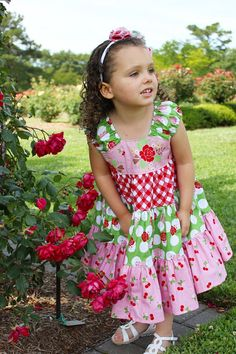 I would LOVE to make one of these for my Gracie Girl! :)    Little Lizard King - Sewing Patterns & Crafty Things: My Pocket Full of Posies - Customer Spotlight