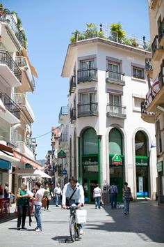 Streets of Sitges Spain | photography by http://danielleaquilinephotography.com/