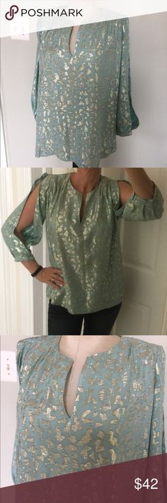 Diane VonFurstenberg Shimmering Top Silk & Poly mix.Shimming top ,Sz 2.Great condition.Tag reads a Sz 2,but will also fit a 4. Diane von Furstenberg Tops Blouses