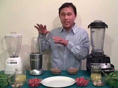 John from http://www.discountjuicers.com/ demonstrates the NutriBullet Superfood Extractor - As Seen on TV and Compares it to the Vitamix Turboblend VS. In t...