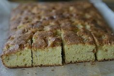 Marias Salt og Søtt: Eplekake i langpanne(Apple traybake) Apple Traybake, Banana Bread, Cake Recipes, Salt, Sweets, Baking, Desserts, Food, Cakes