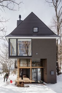 This is a lakeside cottage designed by SUGAWARADAISUKE Architects at Nojiri-ko (Lake). The design target is generating a new lifestyle in . Style At Home, Architecture Details, Modern Architecture, Loft Interior, Interior Design, Casas Containers, Lakeside Cottage, Close To Home, Home Fashion