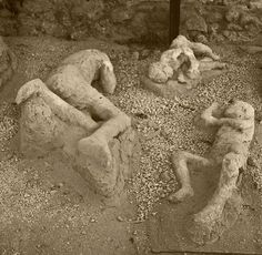 Pompeii: A personal account of the day of destruction Ancient Ruins, Ancient Rome, Ancient History, Ancient Art, Pompeii Italy, Pompeii And Herculaneum, Pompeii Ruins, Statue Tattoo, Roman City