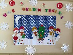 Christmas Board Decoration, Penguins And Polar Bears, Holiday Crafts, Holiday Decor, School Bulletin Boards, School Decorations, Snowman Crafts, Christmas Pictures, Kindergarten