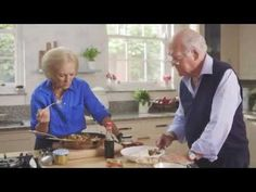 Mary Berry served up a tasty chicken Malay rice dish (Malaysian fried rice) that is her husband's favourite on Mary Berry's Absolute Favourites. The ingredients are: 2 chicken breasts c… Mary Berry, Marry Berry Recipes, Dried Chillies, Fried Chicken Recipes, Chicken Pasta, Western Food, Brunch, British Baking, Great British Bake Off