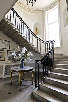 This railing - the spindles are simple but under the banister is a pretty design, interesting