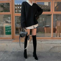 Image in Fashion collection by I'm kinda bored tbh Korean Street Fashion, Asian Fashion, Look Fashion, Winter Fashion, Fashion Outfits, Korean Girl Fashion, Fashion Skirts, 70s Fashion, Fashion Clothes