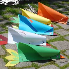 This super fun flying bird kite (wind toy) is a super easy spring or summer craft idea for kids, and it grants hours of fun! You can wave them around and watch the pretty paper birds fly! This DIY is suitable . Bird Paper Craft, Kites Craft, Paper Birds, Paper Crafts For Kids, Diy Paper, Kids Kites, Fly Craft, Kid Crafts, Birds For Kids